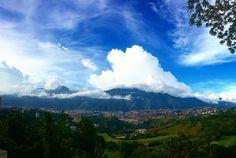Foto de @gabipapusa La tarde caraqueña después del eclipse tiene mucho cuento y foto que ver también   Oh Caracas! 21.08.17  17:20 Después del eclipse