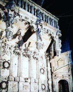 #Latergram  Le #jubé de la #cathédrale #SaintÉtienne de #Limoges a été déplacé à l'entrée (souvent les jubés ont été détruits à cause des prescriptions de la #ContreRéforme) ce qui nous permet d'admirer son décor #Renaissance foisonnant de détails avec épisodes de la vie d' #Hercule  #LimogesTourisme #HauteVienne #Limousin #igershautevienne #igerslimoges #igerslimousin #igersfrance #ig_france #architecture #instarchitecture #architectureporn #architecturelovers #trésorspatrimoine #patrimoine…