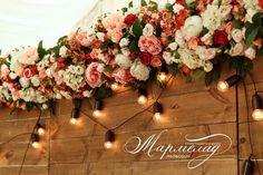 """СВАДЬБА В ЯБЛОНЕВОМ САДУ  Наши добрые друзья, студия свадебного декора """"Мармелад"""", организовали потрясающую осеннюю свадьбу Добавляет атмосферы своим тёплым светом #гирляндаФранклин   Звоните 8(495)6276797 или 8(929)5931799  Пишите info@retrogarland.ru / кнопка СВЯЗАТЬСЯ или ДИРЕКТ  #ретрогирлянда #свадебныйдекор #ретрогирлянды #гирлянда #garland #retrogarland #гирлянданасвадьбу #гирляндаизламп #декорваренду #арендадекора #арендаретрогирлянд #ретрогирляндамосква"""