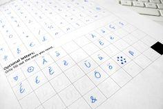 Wir zeigen Euch, wie Ihr Eure Handschrift kostenlos in eine digitale Schriftart verwandeln könnt. Super für personalisierte Grafiken und Grußkarten!