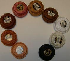 Ruskeat, harmaat, valkoiset ja mustat helmilangat no. 8