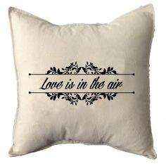 LOVE IS IN THE AIR  Lienzo crudo con pespunte 40x40cm Solapa trasera y relleno de vellón siliconado  Ventas x mayor y menor. Consultas bharani.impulsivos@gmail.com