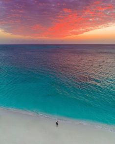 """Ο χρήστης Nature κοινοποίησε μια φωτογραφία στο Instagram: """"Electric sunset ⚡️ Powdery white beaches and turquoise ocean of Turks & Caicos islands 🏝 Tag who…"""" • Δείτε 5,301 φωτογραφίες και βίντεο στο προφίλ του. Beach Trip, Vacation Trips, Wonderful Places, Beautiful Places, Beau Site, The Beach, Sunset Beach, Beach Adventure, Destination Voyage"""