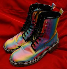 BEST BOOTS EVER Holographic Rainbow hologram vtg doc dr martens lisa frank 90s #AnneMichelle #docmarten