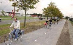 """Ad Amsterdam la prima pista solare al mondo Collega due sobborghi di Amsterdam, ed è percorsa da 2000 persone al giorno: si chiama Solaroad ed è la prima pista ciclabile e pedonale """"solare"""" al mondo. Inaugurata lo scorso 12 novembre, è frutto"""