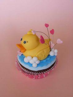 Duck valentine cupcake