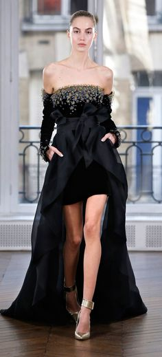 https://www.vogue.com/fashion-shows/fall-2018-ready-to-wear/ralph-and-russo/slideshow/collection#27