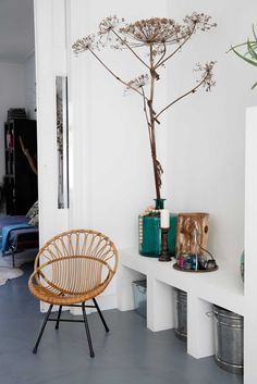 rattan bucket chair inspiration via vtwonen. Cosy Interior, Scandinavian Interior, Interior Decorating, Living Room Chairs, Living Room Decor, Interior Design Photos, Home Decor Inspiration, Design Inspiration, Decor Ideas