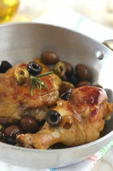 The beer chicken with olives is a tasty and easy second course . Best Italian Recipes, Best Dinner Recipes, Asian Recipes, Healthy Recipes, Beer Chicken, Chicken Wing Recipes, Lemongrass Chicken Recipe, Veal Recipes, Chicken With Olives