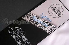 interior sobre nacarado negro con 2 tarjetas en cartulina texturizada mate blanca