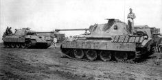 Panthers Ds 811 and 833 from the 8. Kompanie Pz.Abt.52. Kursk