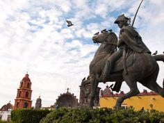 HOTEL CASA DE AVES, te menciona: El pueblo de San Miguel de Allende, se destacó prominentemente durante la Guerra de Independencia de México. Ignacio Allende, nativo de San Miguel, fue un líder clave en la guerra contra la dominación española.