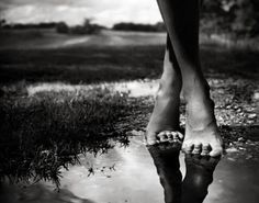 Black&white photos are a must. This is neat. Very creative. Creative Photography, Amazing Photography, Photography Tips, Portrait Photography, Nature Photography, Portrait Studio, Favim, Black And White Pictures, Pics Art