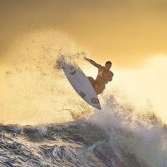 I've been riding for Rip Curl for 13 years and I'm stoked to have resigned with them. Beachy Waves, Big Waves, Ocean Waves, Surfer Style, Surf Trip, Natural Waves, Bondi Beach, Surfs Up, Surf Girls