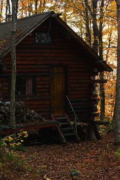 bluepueblo: Forest Cabin, New Hampshire photo via dawn Log Cabin Living, Log Cabin Homes, Log Cabins, Rustic Cabins, Forest Cabin, Cabin In The Woods, Little Cabin, Cabins And Cottages, Cozy Cabin