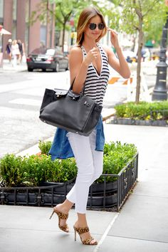 Miranda Kerr Street Style pictures | Miranda Kerr fashion | Harper's Bazaar Backless Shoes, Miranda Kerr Street Style, Simple Style, Who What Wear, Popsugar, Fashion Photo, Supermodels, Your Style, Bags