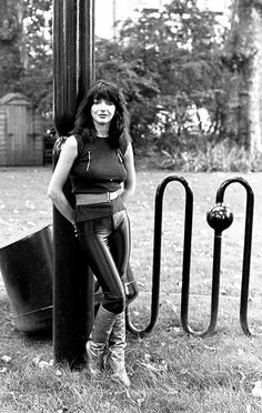 Unseen photos show Kate Bush through the years from her Wuthering Heights of fame as she nears 60 - Mirror Online Kate Bush Wuthering Heights, Rock And Roll Girl, Women Of Rock, Disco Pants, Gothic Rock, Music Icon, 80s Music, Female Singers, 70s Singers