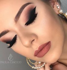 Gorgeous Makeup: Tips and Tricks With Eye Makeup and Eyeshadow – Makeup Design Ideas Hooded Eye Makeup, Eye Makeup Tips, Smokey Eye Makeup, Makeup Goals, Glam Makeup, Makeup Inspo, Eyeshadow Makeup, Hooded Eyes, Makeup Ideas