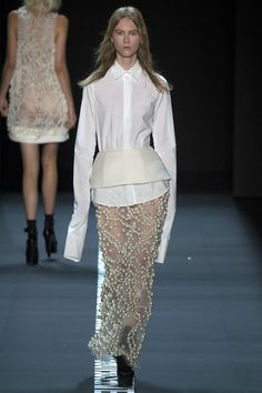 Vera Wang Spring 2017 Ready-to-Wear Fashion Show - Julie Hoomans