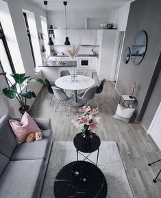 Brilliant living Room Decor Ideas For Your Home Your living room is among the most lived-in rooms in. Apartment Interior, Living Room Interior, Home Living Room, Living Room Decor, Apartment Layout, Apartment Living, Home Room Design, Home Interior Design, Living Room Designs