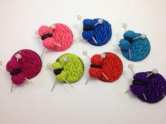 Petites broches en pâte polymère pour tricoteuses