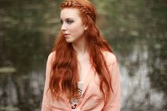 Red Hair Shades is a more like a gallery with many pictures of red hair colors and a great source of inspiration. If you want to dye your hair red, take a look first and choose your shade. Shades Of Red Hair, Red Hair Color, Hair Colors, Redhead Pictures, Hair Pictures, Hair A, Your Hair, Pretty Hairstyles, Girl Hairstyles