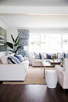 Read on to discover the essential steps to unlocking classic Hamptons decorating style that works just as well in Australia as it does on the East Coast of America. # classic Home Decor 10 easy ways to decorate your home with Hamptons style decor Hamptons Living Room, Coastal Living Rooms, My Living Room, Home And Living, Die Hamptons, Hamptons Style Decor, Classic Home Decor, Classic House, Style At Home