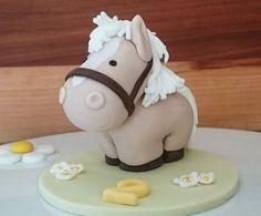 My little chubby pony - Fondant pferd anleitung - Cake Design Creative Cake Decorating, Cake Decorating Tools, Creative Cakes, Horse Cake Toppers, Fondant Cake Toppers, Fondant Dog, Fondant Cupcakes, Cupcake Toppers, Fondant Figures