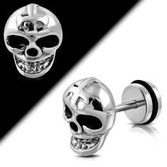 Der Fake Plug Ohrstecker überzeugt nicht nur durch den Totenkopf, sondern auch mit seiner optischen Täuschung. Obwohl es wie ein echtes Ohr Plug ausschaut, kann das Fake Plug mit einem normalen Ohrloch getragen werden.