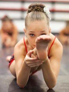 Senior Portrait / Photo / Picture Idea - Girls - Dance / Dancer - Ballet / Ballerina - Splits - Stretching