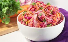 Υλικά για 4-6 άτομα 8 φλιτζάνια τεμαχισμένο κόκκινο και πράσινο λάχανο 45 γραμμάρια μείγμα λαχανοσαλάτας με μπρόκολο (προαιρετικά) 1/2 φλιτζάνι τριμμένα καρότα 1/2 φλιτζάνι φρέσκο κρεμμύδι κομμένο σε λεπτές φέτες (περίπου 4) 1 φλιτζάνι άπαχο γιαούρτι 1/2 φλιτζάνι μαγιονέζα 2 κουταλιές της σούπας άσπρο ξίδι 1 κουταλιά της σούπας φρέσκο χυμό λεμονιού 1 κουταλάκι τριμμένο Salad Dressing, Gravy, Cabbage, Recipies, Vegetables, Food, Dressings, Gourmet, Recipes