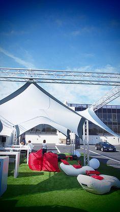 AMG Live Mercedes opte pour le transat gonflable UNC Pro personnalisé à l'occasion d'un salon automobile !