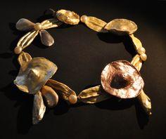 * collier Elsa Triolet pour Schiaparelli 1930 coton ou pâte à papier recouverte de peinture nacrée