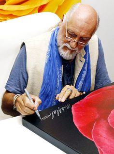 An English Rose signed by Mick Fleetwood Mick Fleetwood, Sarah Hyland, Reese Witherspoon, English Roses, Kristen Stewart, Celebrity, Icons, Artist, Symbols