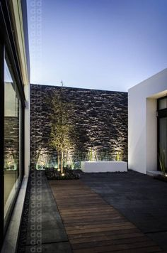 Modern terrace wall design by ADI / arquitectura y diseño interior #walldesign #terrace #homify