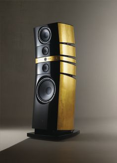 The Grande Utopia EM in gold finish. FOCAL - GRANDE UTOPIA EM The Grande Utopias are not only loudspeakers that have had a great impact on their generation. Its also the most accomplished concept of The Spirit of Sound, the ultimate reference. High End Speakers, Big Speakers, High End Audio, Top Audio, Diy Amplifier, Audiophile Speakers, Hifi Audio, Gold Tv Stand, Speaker Design