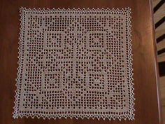 A pretty little filet square with a snowflake design. Finished with a simple picot edging. Pattern includes instructions for making the doily into a motif, connecting the motifs by the edging. Vintage charted pattern from Filet Crochet Charts, Crochet Doily Patterns, Crochet Blocks, Crochet Cross, Crochet Squares, Thread Crochet, Diy Crochet, Crochet Designs, Crochet Doilies