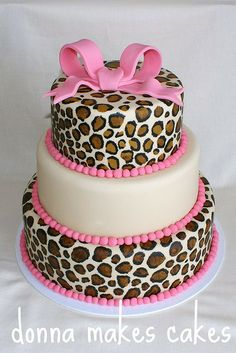 Leopard print pink cake by donna_makes_cakes