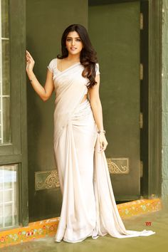 South Indian Girl Eesha Rebba In Traditional Pink Saree - navel Beautiful Girl Indian, Most Beautiful Indian Actress, Beautiful Saree, Beautiful Women, Pink Half Sarees, Pink Saree, Yellow Saree, Indian Photoshoot, Saree Photoshoot