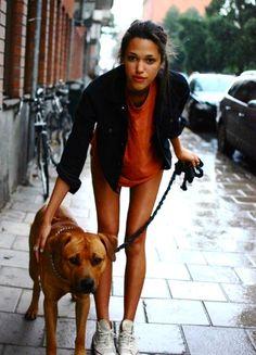 Znalezione obrazy dla zapytania girls with dogs