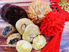 Happy Chinese New Year! For those who celebrate, The Chocolate Dozen would like. Almond Cookies, Chocolate Chip Cookies, Pineapple Cookies, Cookie Pie, Flower Cookies, Happy Chinese New Year, Homemade Cookies, Cookie Recipes, Celebrities