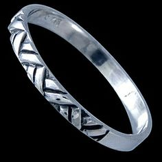 Silver ring, band Silver ring, Ag 925/1000 - sterling silver. A delicate band with a triangular design on the front.