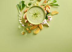 Nyt en mild kveldssuppe med mandelpotet og purreløk.