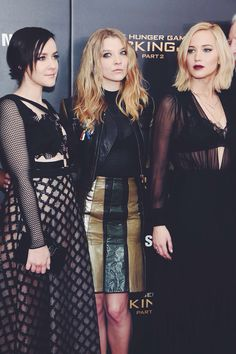 Jena Malone, Natalie Dormer, and Jennifer Lawrence together on the New York red carpet premiere for Mockingjay Part 2!