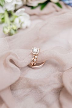 Circle-cut engagement ring: Photography: Emily Wren - http://emilywrenweddings.com/