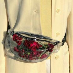 How girls wear clear bags in Fashion Details, Look Fashion, Womens Fashion, Fashion Design, Fashion Trends, Fashion Mode, Lifestyle Fashion, It Bag, Mode Blog