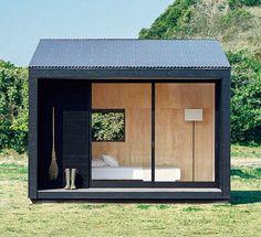 Après les minis-maisons pour 100€ par mois à Berlin, voici la Muji Hut, une maison habitable qui pourra être construite en un rien de temps où vous le souhaitez. Commercialisée dès l'automne 2017 au Japon, la maisonnette de 9,1m2 assortie d'un petit porche de 3,1m2 ne sera composée que de bois recyclable. Au prix de 3…