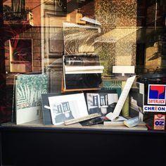 """""""Mi piace"""": 25, commenti: 1 - Colorificio - Belle Arti (@sfumaturedicolore) su Instagram: """"Una vetrina per sognare ... #torino #sfumaturedicolore #vetrine #mese #luglio #negozio #walldecor…"""""""