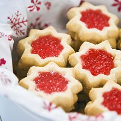 Holiday cookie recipes under 90 calories! Holiday cookie recipes under 90 calories! Best Christmas Cookie Recipe, Holiday Cookie Recipes, Best Cookie Recipes, Holiday Cookies, Holiday Baking, Christmas Treats, Christmas Baking, Holiday Treats, Christmas Foods