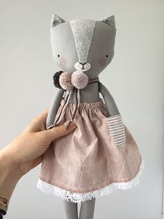 Sewing For Kids, Baby Sewing, Grey Kitten, Fabric Animals, Fabric Toys, Cat Doll, Sewing Dolls, Doll Maker, Diy Toys